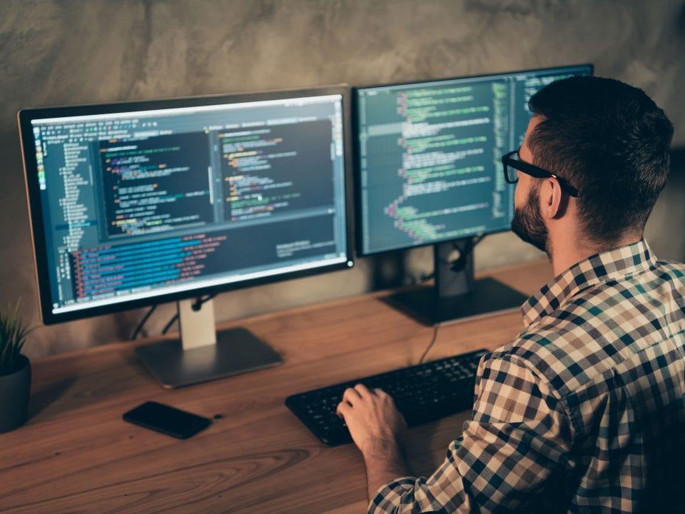Ścieżki kariery w IT – co warto wiedzieć?